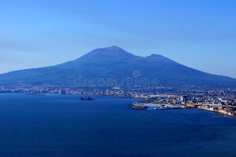Vista di Vesuvio da un'alta montagna immagine stock