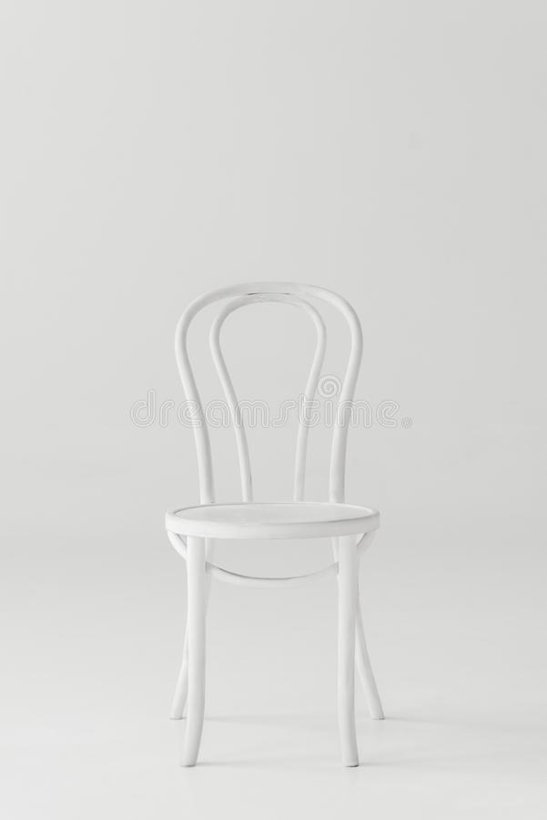 vista dianteira da cadeira branca fotos de stock royalty free