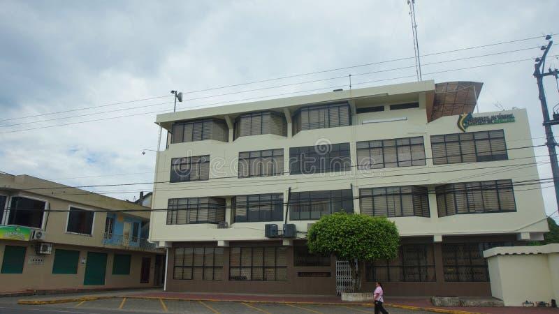 Vista dianteira da construção da municipalidade de Francisco de Orellana Port imagem de stock