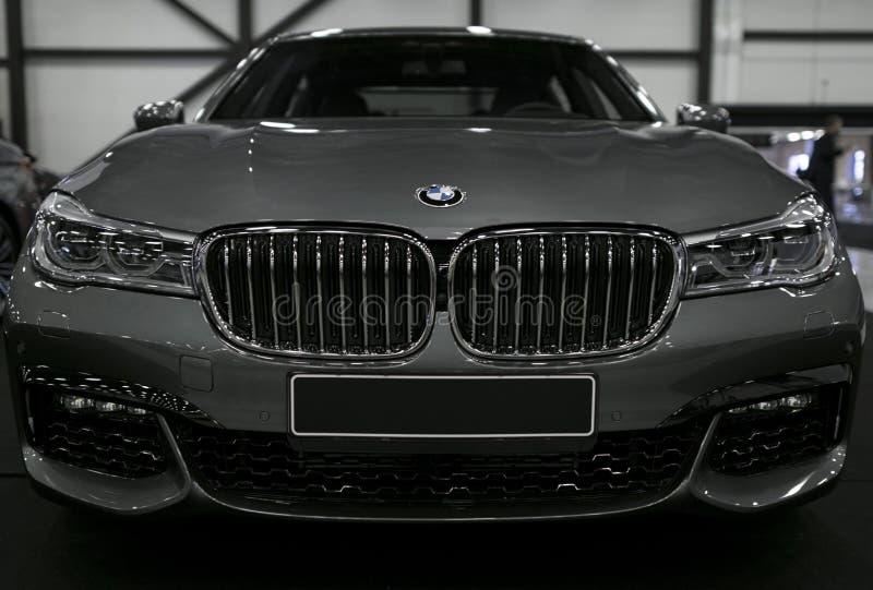 Vista dianteira de BMW 750 G11G12 7 séries Detalhes do exterior do carro fotografia de stock