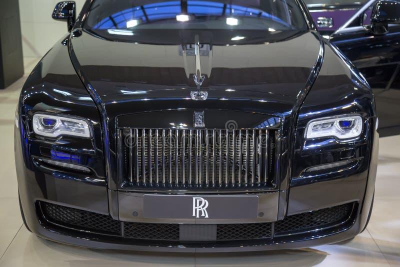 Vista dianteira de um carro de Rolls Royce Ghost fotografia de stock