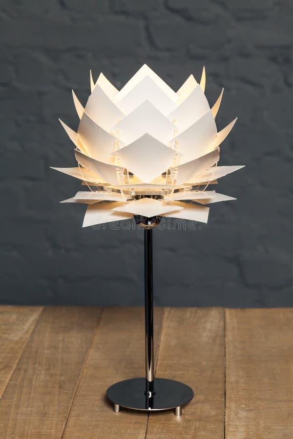 Vista dianteira do candeeiro de mesa conceptual branco fotografia de stock royalty free