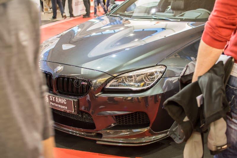 Vista dianteira do carro de BMW M6 na feira automóvel de Belgrado, o 20 de março, 2 imagem de stock