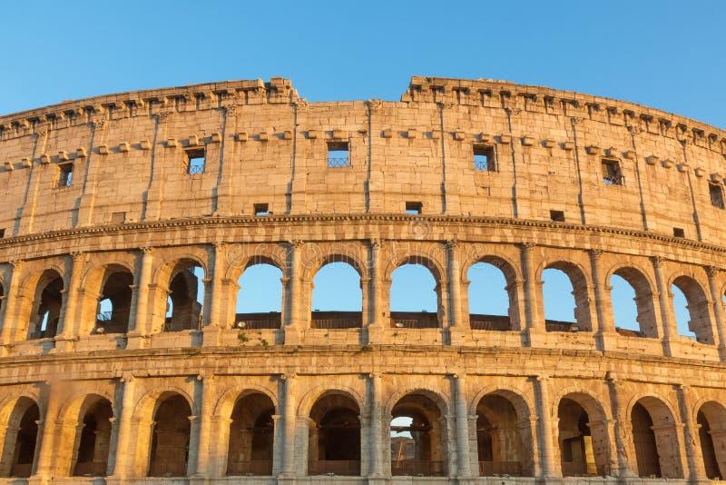 Vista dianteira do Colosseum em Roma fotografia de stock