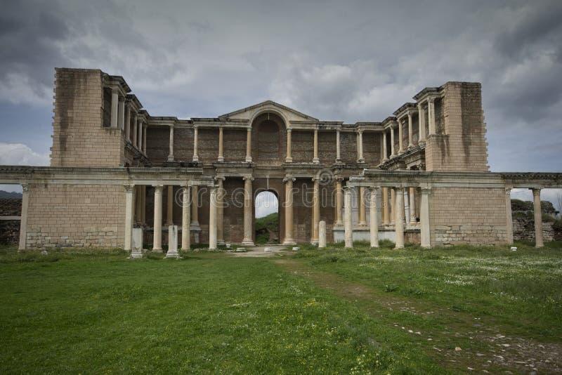 Vista dianteira do ginásio de Sardis, Manisa/Turquia imagens de stock
