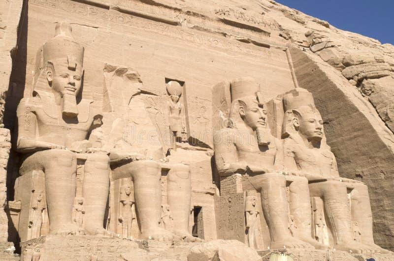 Vista dianteira do templo de Abu Simbel de Ramesses II, Egito fotos de stock royalty free