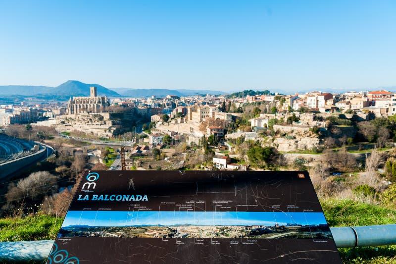 Vista diferente e original da cidade de Manresa na região do catalunya na Espanha, com paisagem de toda a cidade fotos de stock