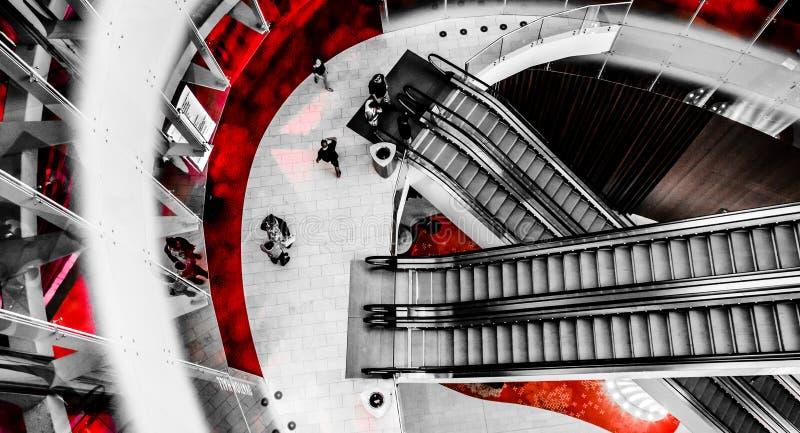 Vista discendente delle scale mobili in Revel Casino Hotel, in C atlantica fotografie stock