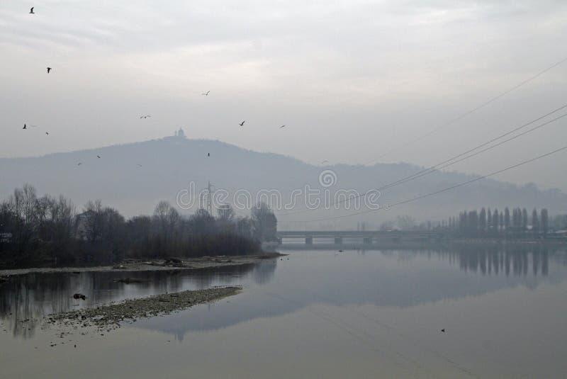 Vista distante da basílica de Superga em Turin imagens de stock royalty free