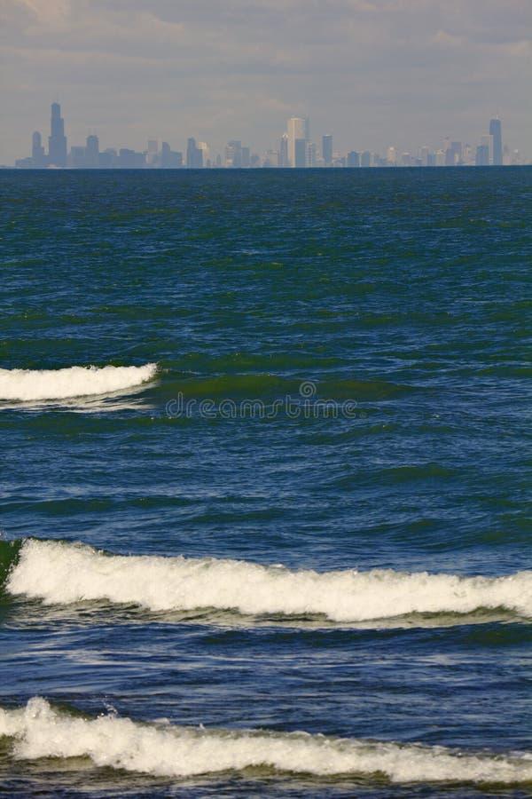 Vista distante de Chicago céntrica fotografía de archivo libre de regalías