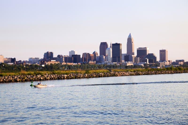 Vista distante de Cleveland céntrica imágenes de archivo libres de regalías