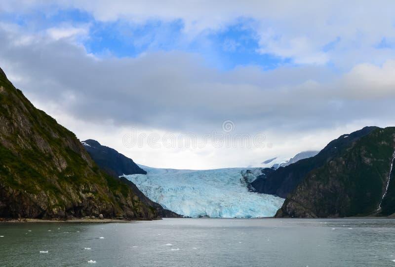 Vista distante de uma geleira Holgate no Parque Nacional dos fiordes do Kenai, Seward, Alaska, Estados Unidos, América do Norte fotos de stock royalty free