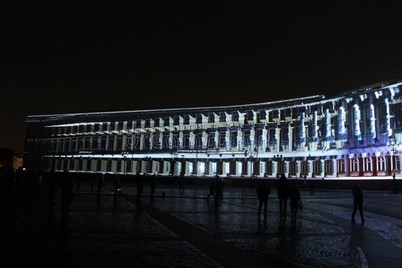 Vista do arco do estado maior geral durante a celebração do festival do feriado da cidade de luzes foto de stock royalty free