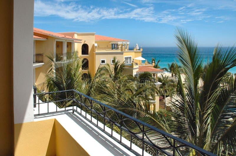 Vista do balcão em um recurso em Cabo San Lucas, México fotografia de stock