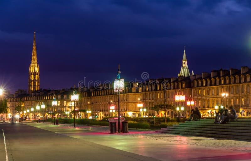 Vista do Bordéus na noite, França, Aquitaine imagens de stock royalty free