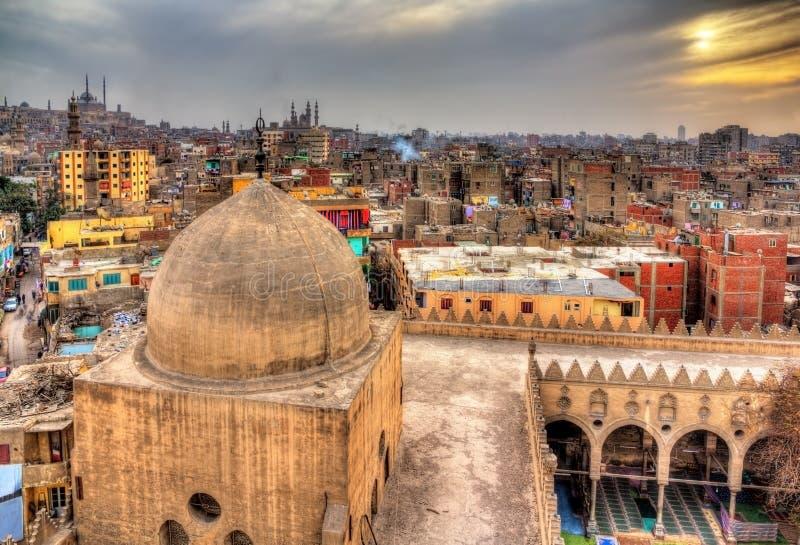 Vista do Cairo do telhado da mesquita de Amir al-Maridani imagens de stock royalty free