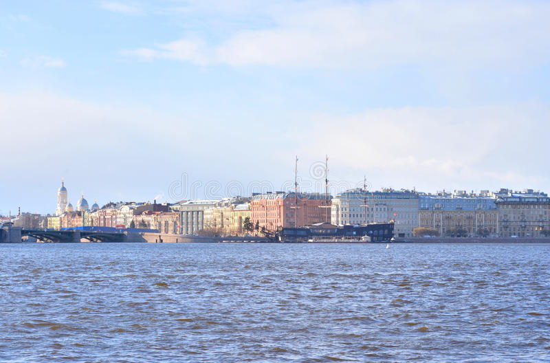Vista do cais de Mytninskaya no lado de Petrograd imagem de stock royalty free