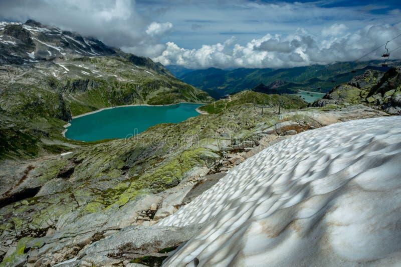 Vista do campo de neve no lago Weissee imagem de stock