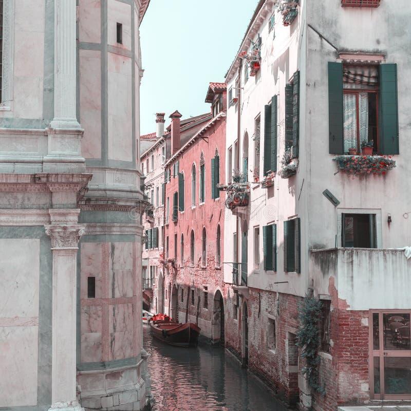 Vista do canal em Veneza, Itália Veneza é um destino popular do turista de Europa fotos de stock royalty free