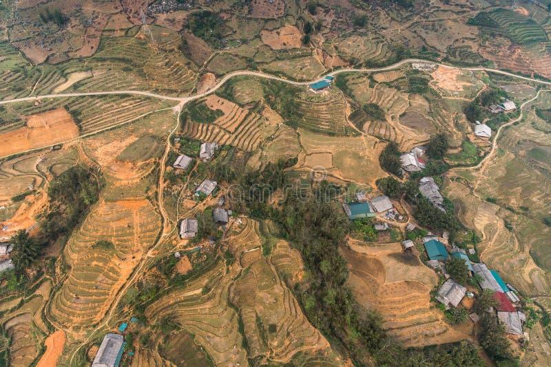 Vista do carro a cabo mais longo do mundo vai para o pico da montanha Fansipan, a montanha mais alta de Indochina, em Sapa, Vietn fotos de stock royalty free
