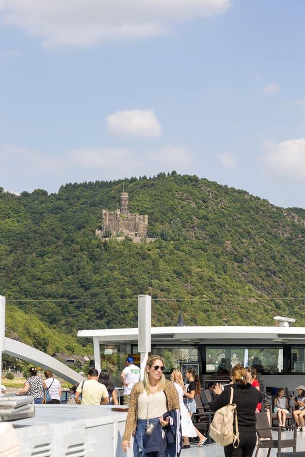 Vista do castelo antigo do rato nos bancos do Reno da placa do ofício de prazer fotos de stock royalty free