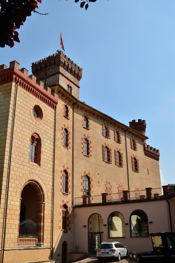 Vista do castelo de Barolo, casa do museu do vinho imagens de stock royalty free
