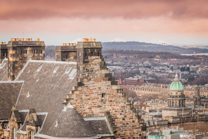 Vista do castelo de Edimburgo, vista panorâmica de Edimburgo com construções fotos de stock royalty free