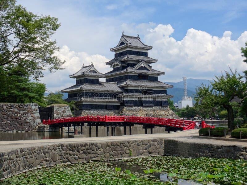 Vista do castelo de madeira preto de Matsumoto em Japão fotos de stock royalty free