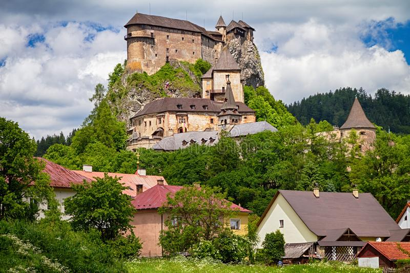 Vista do castelo de Orava fotos de stock royalty free