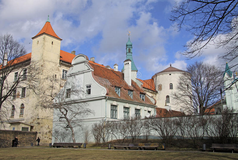 Vista do castelo de Riga O castelo é uma residência para um presidente de Letónia (cidade velha, de Riga, de Letónia) imagens de stock