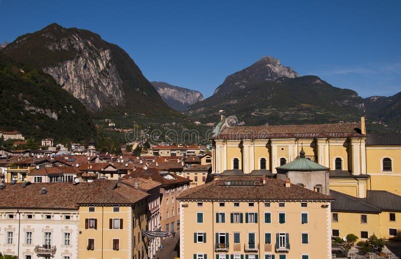 Vista do castelo em Riva Del Garda Italy fotos de stock