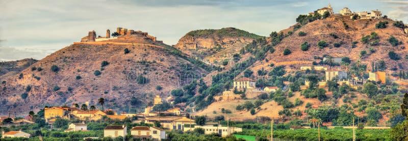 Vista do castelo mouro de Alora - Andalucia, Espanha fotografia de stock royalty free