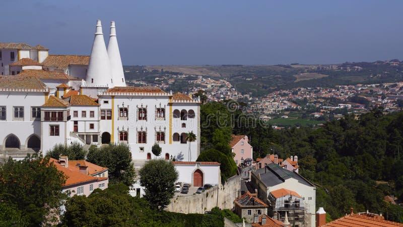 Vista do castelo real em Sintra fotos de stock royalty free