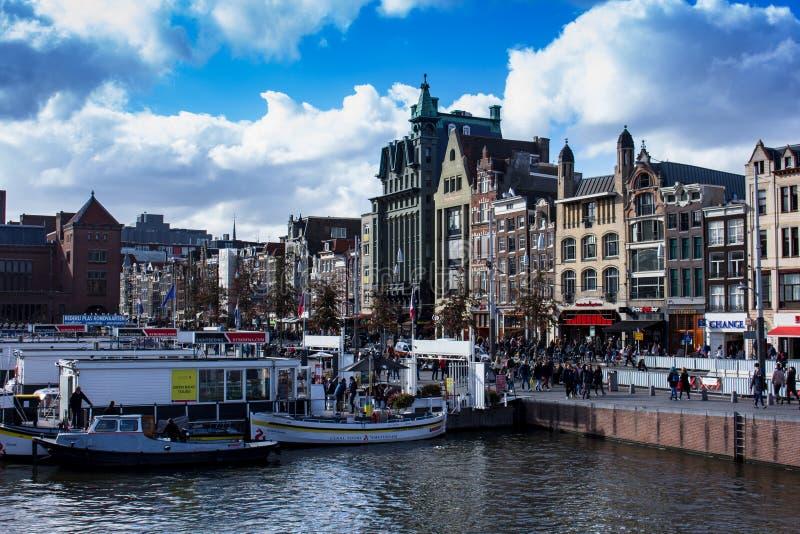Vista do centro de Amsterdão imagem de stock
