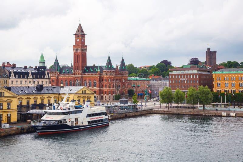 Vista do centro de cidade e do porto de Helsingborg foto de stock