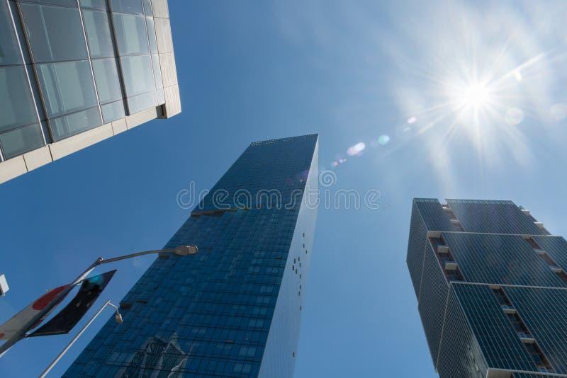 Vista do centro de San Francisco que olha acima em um dia ensolarado claro fotos de stock royalty free
