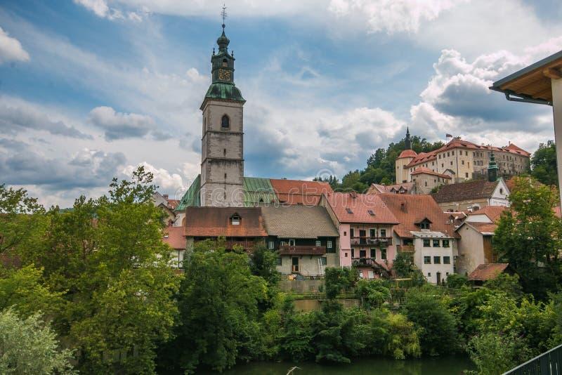 Vista do centro medieval de Skofja Loka na Eslovênia imagem de stock royalty free