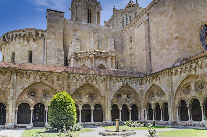 Vista do claustro da catedral de Santa Key tarragona catalonia spain fotografia de stock royalty free