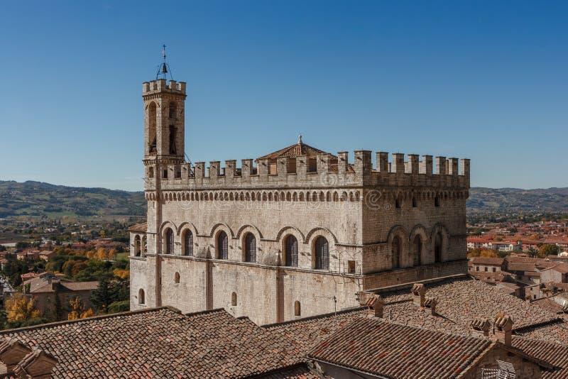 Vista do dei Consoli de Palazzo (palácio dos cônsules) em Gubbio, Umbri imagens de stock royalty free