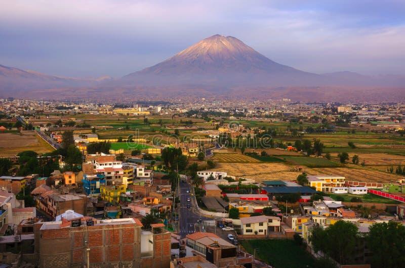 Vista do distrito de Sachaca, Peru de Arequipa imagens de stock royalty free