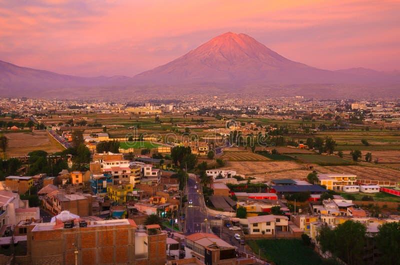 Vista do distrito de Sachaca, Peru de Arequipa imagem de stock royalty free