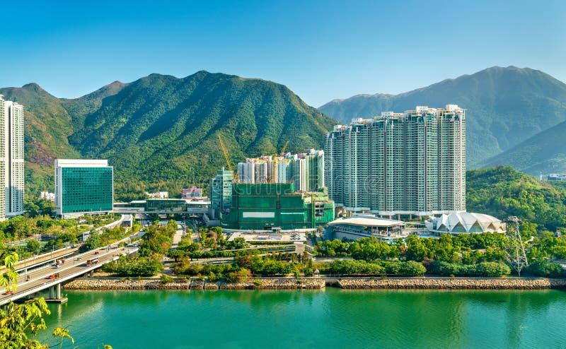 Vista do distrito de Tung Chung de Hong Kong na ilha de Lantau foto de stock