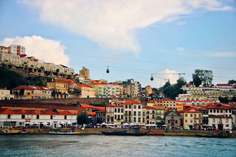 Vista do distrito de Vila Nova de Gaia em Porto imagem de stock