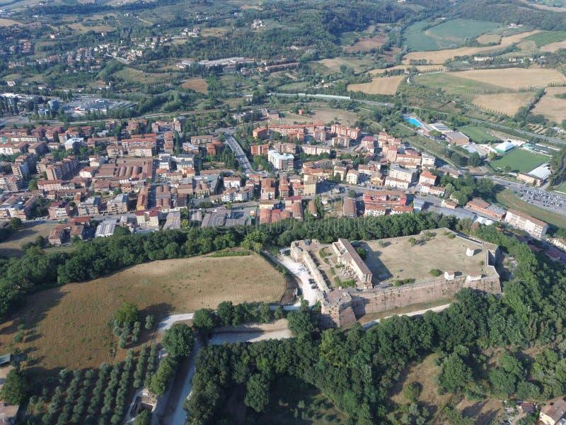 Vista do drone de Cassero poggibonsi siena imagem de stock royalty free