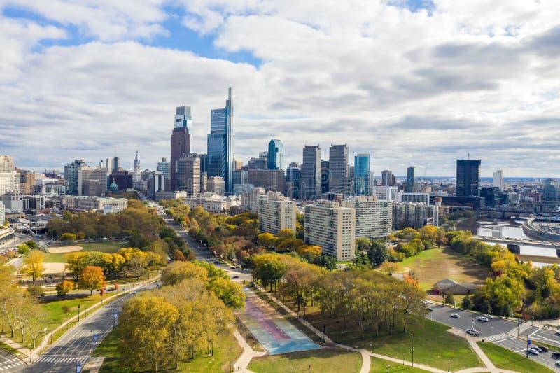 Vista do drone no horizonte de Filadélfia imagens de stock royalty free