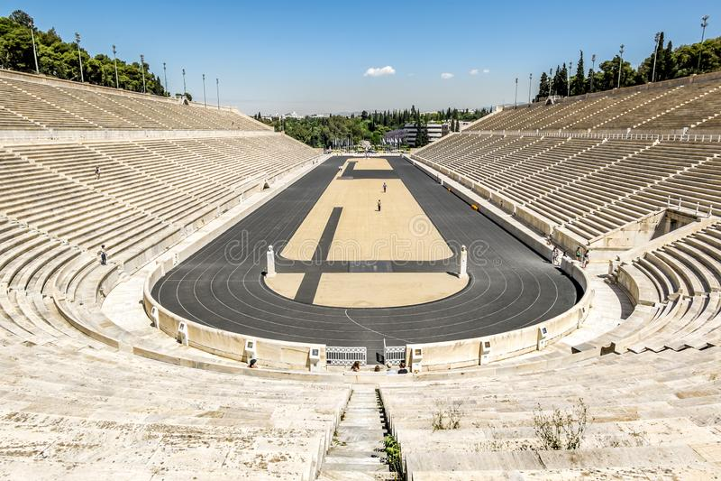 Vista do estádio do Panathenaic em Atenas imagem de stock royalty free