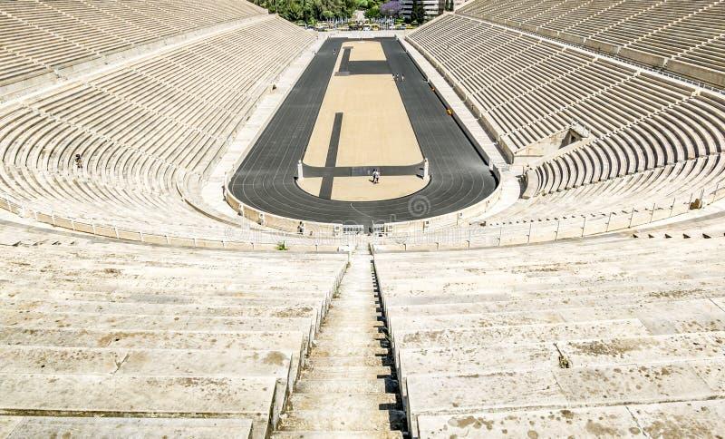 Vista do estádio do Panathenaic em Atenas fotos de stock royalty free