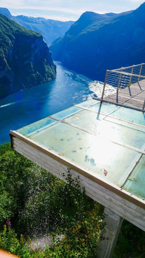 Vista do fiorde Geirangerfjord em Noruega foto de stock