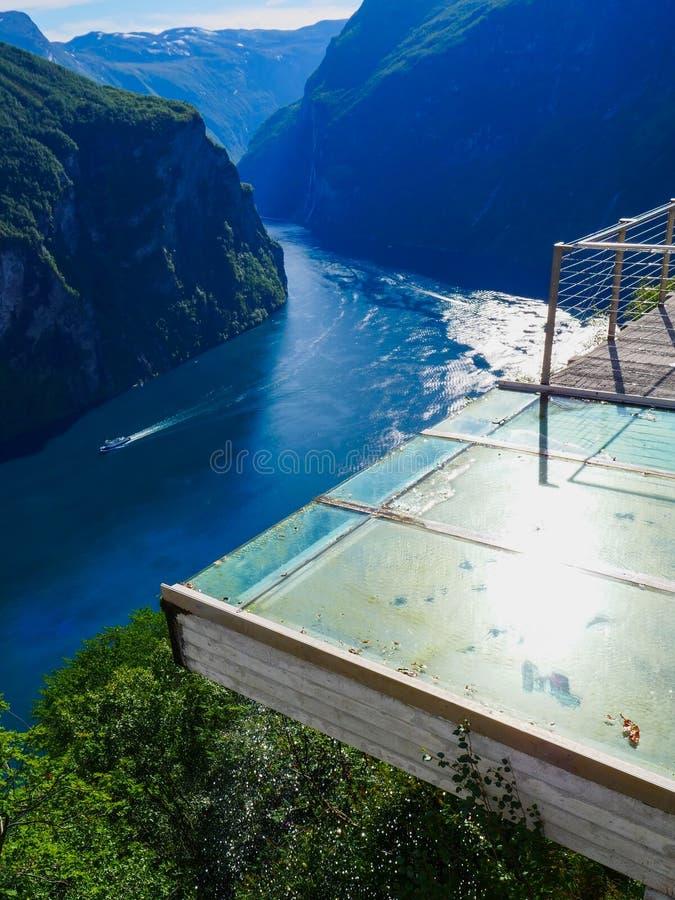 Vista do fiorde Geirangerfjord em Noruega fotografia de stock