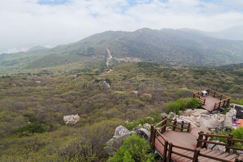 Vista do Geumjeongsan Moutain em Busan foto de stock
